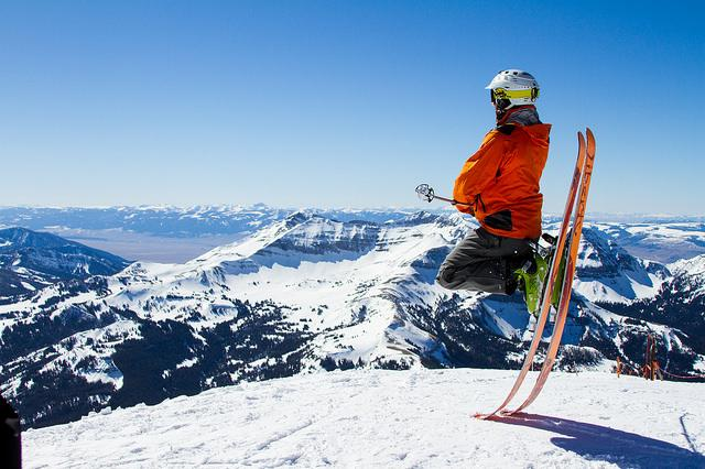 How to Choose the Right Skis for Skiing?