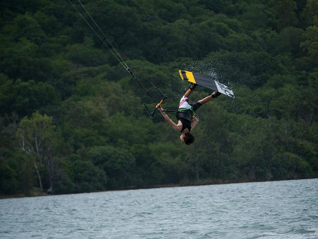 Why Kitesurfing Lessons Are Important